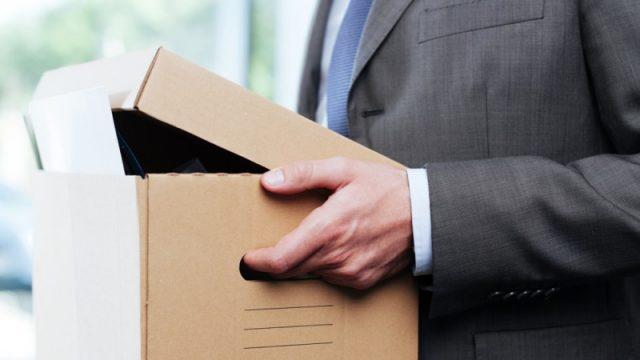 Коробка в руках